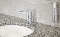 1038.2527.l AmStd NextGen Selectronic Bath Sink Faucet low res