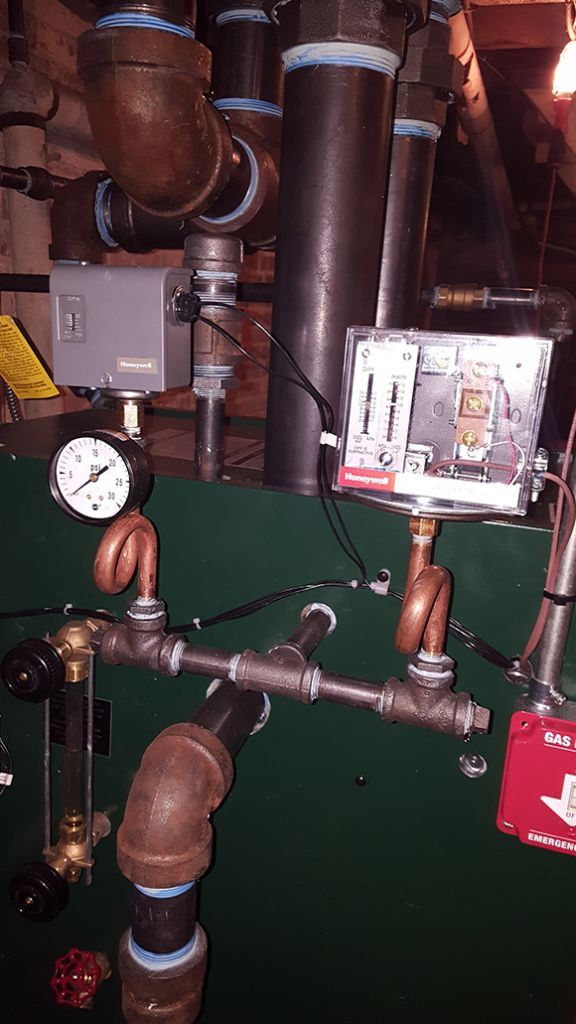 Steam boiler drop header installation with vaporstat and Gorton main vents